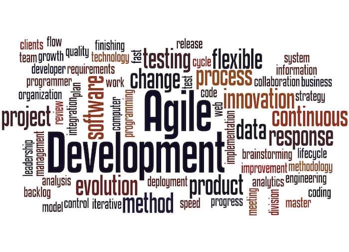 "Word Cloud mit Buzzwords zum Thema ""agile development"""